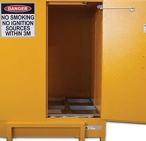 Flammable liquids cabinet – 850L pallet size