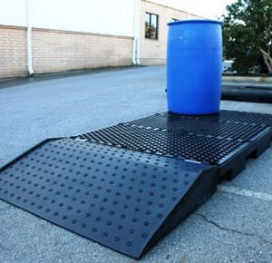 Ramp for low profile drum pallet bunds